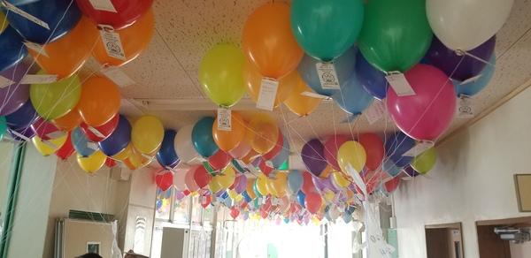 今年度10校目の風船とばしを行いました。